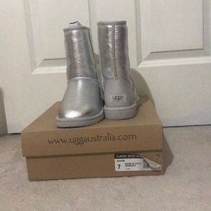 Ugg boots. Original packaging. Silver. Size 7